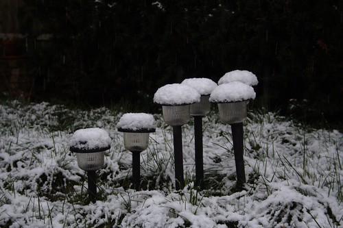 winter snow garden solarpower (Photo: kvdhout on Flickr)