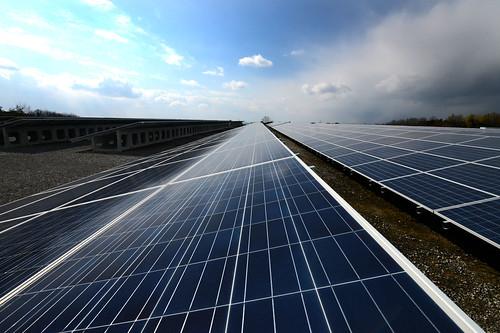 Solar Power (Photo: minoru karamatsu(柄松稔) on Flickr)